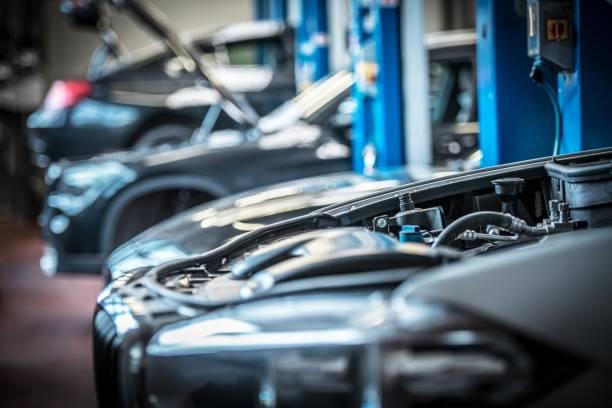 mietwagen in auto-service - autowerkstatt stock-fotos und bilder