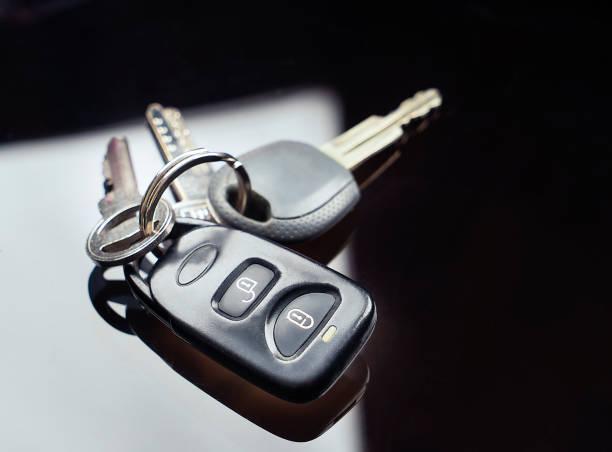자동차 키, 테이블에 원격 제어와 홈 키 - home 뉴스 사진 이미지