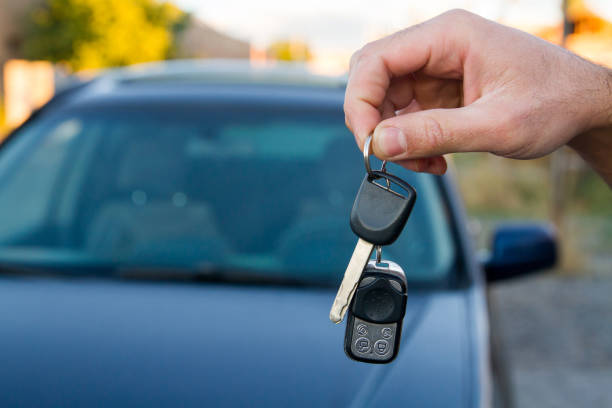 car key A hand holding keys from a car car key stock pictures, royalty-free photos & images