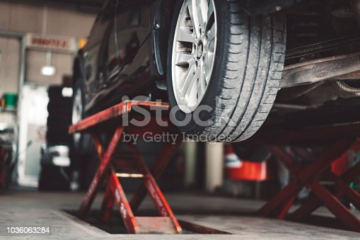 Car lifting in a vulcaniser shop