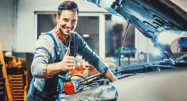 Samochód Mechanik w pracy. – zdjęcie