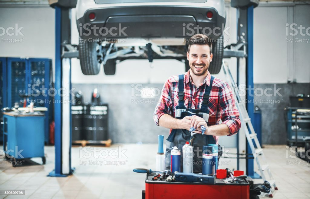 Auto-Mechaniker bei der Arbeit. - Lizenzfrei Arbeiten Stock-Foto