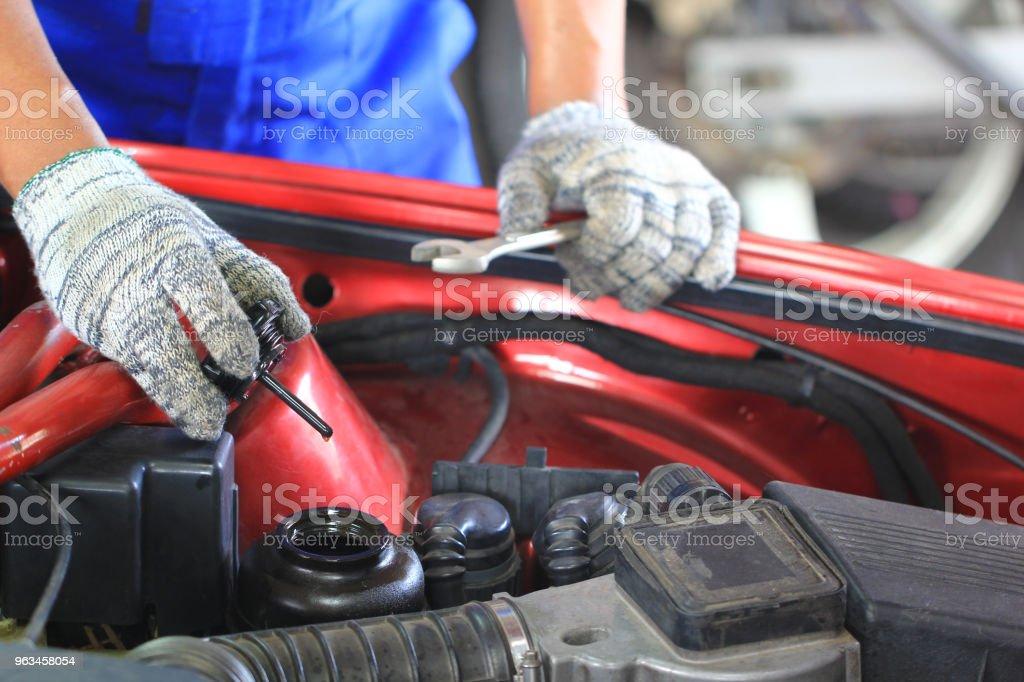 Araba mekanik muayene araba ya da otomatik kontrol yağda tamir servisi. - Royalty-free Araba - Motorlu Taşıt Stok görsel