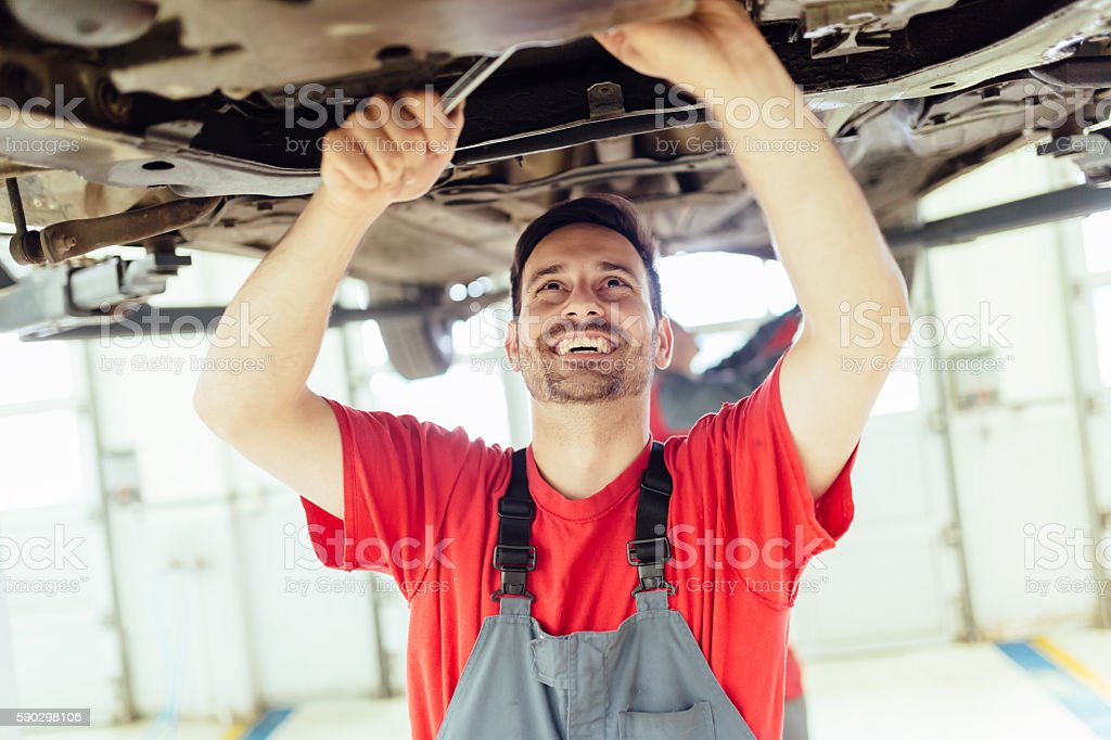 Car mechanic upkeeping car royaltyfri bildbanksbilder