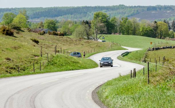 bil på kurvig väg - skåne bildbanksfoton och bilder