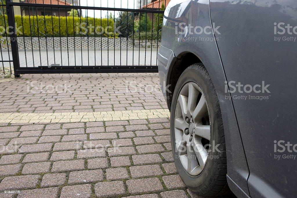 Auto sulla strada privata foto stock royalty-free