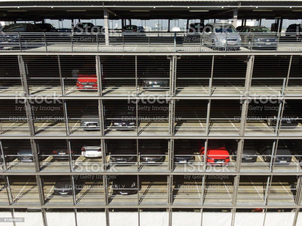 Aparcamiento en el aeropuerto de Munich - foto de stock