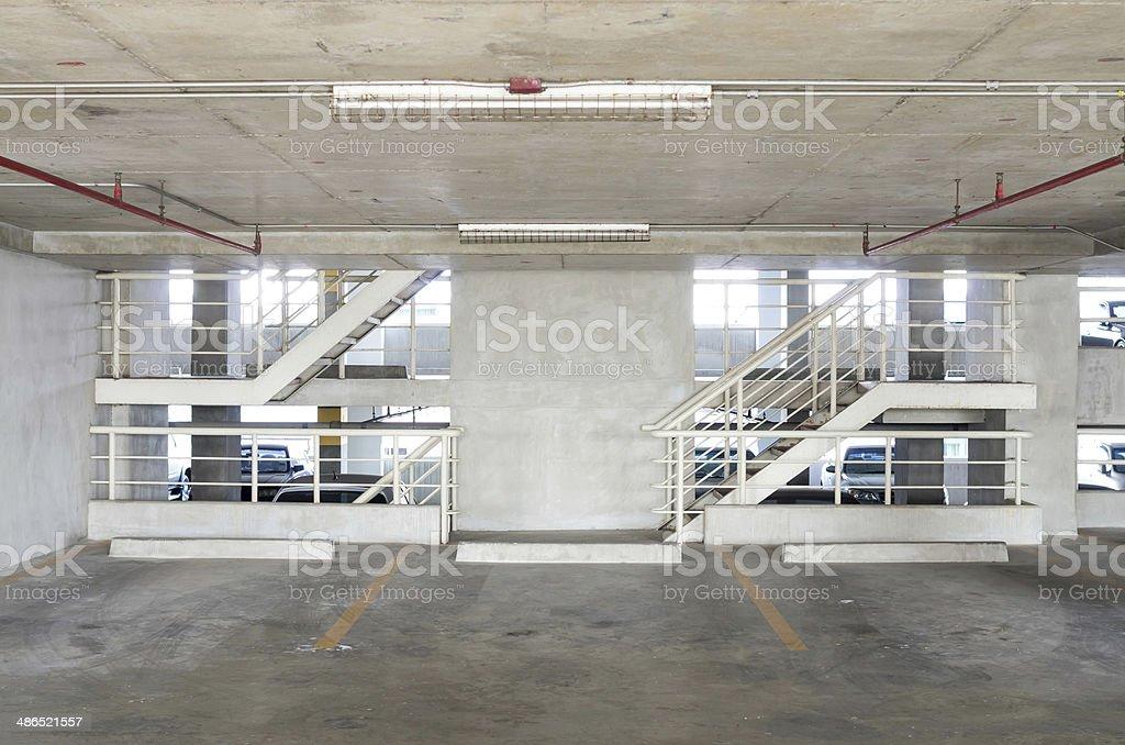 Estacionamiento De Automóviles Con Las Escaleras - Fotografía de ...