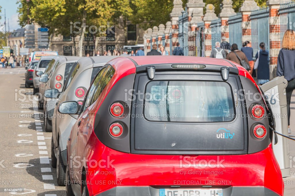 AUTOLIB car parked and available to customers stock photo