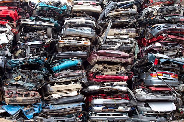 auto mucchi schiacciato - obsoleto foto e immagini stock