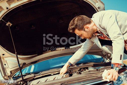 istock Car problem 576756510
