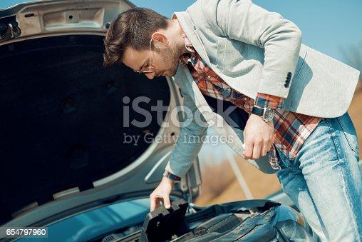 istock Car problem 654797960