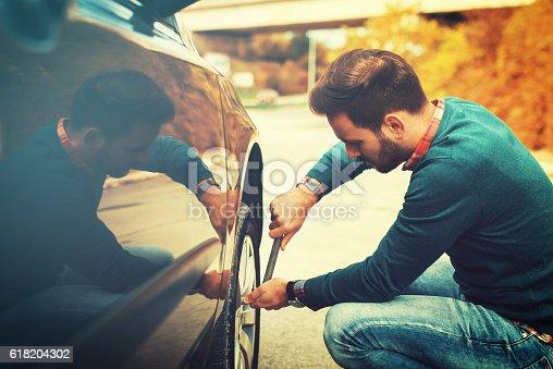 istock Car problems 618204302