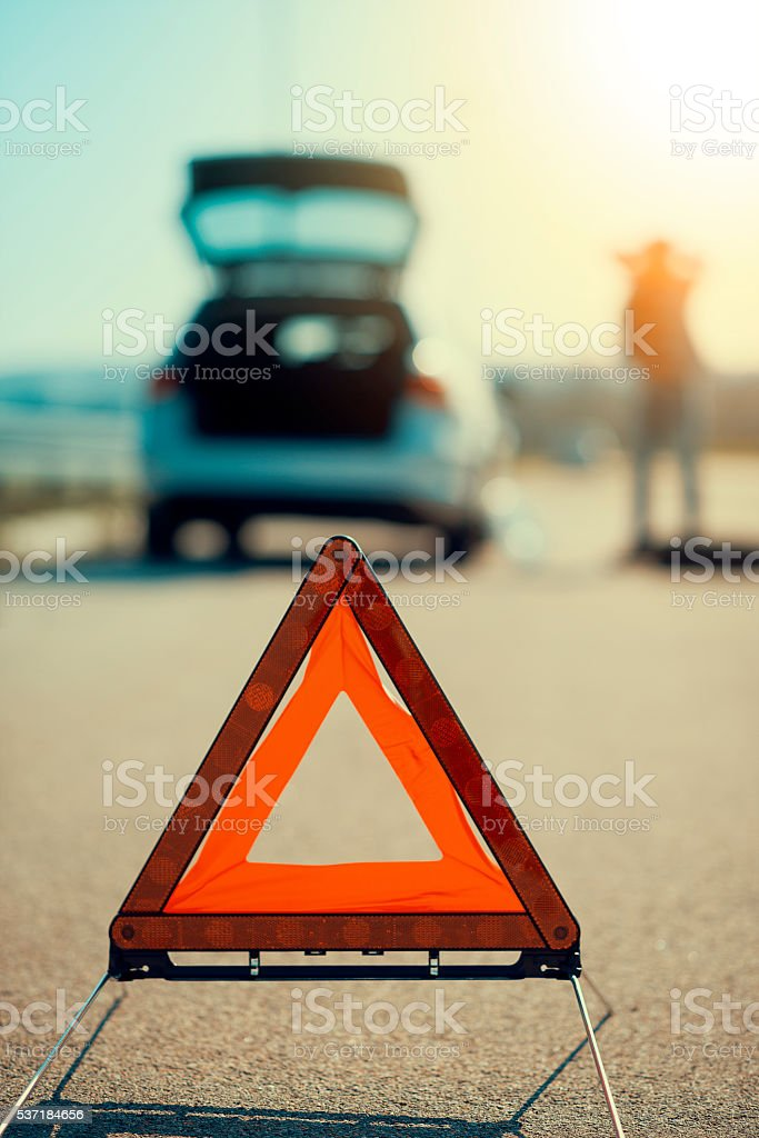 Auto Probleme, rot Warndreieck! - Lizenzfrei Abschleppen Stock-Foto