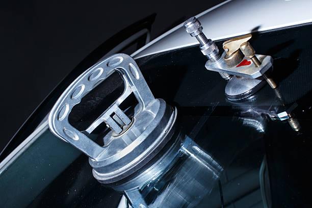 auto repair-service - fensterbauer stock-fotos und bilder