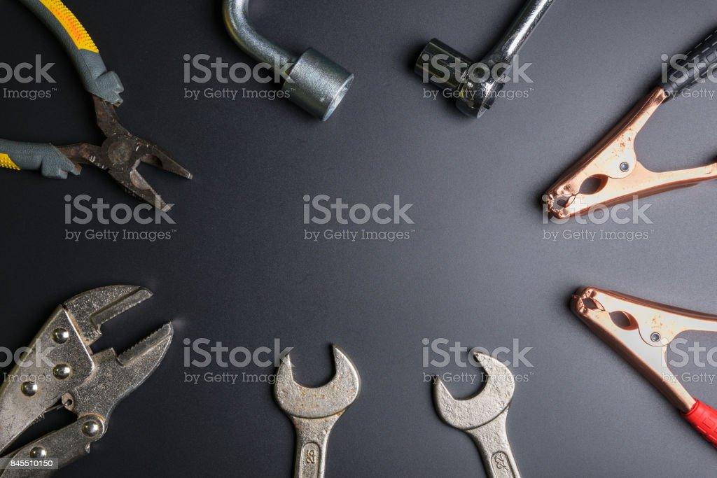 Auto-Reparatur-Tools auf den schwarzen background.selective Fokus. – Foto
