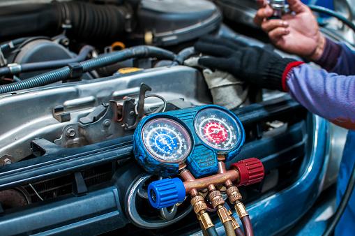 Car Repair Aire Acondicionado Foto de stock y más banco de imágenes de 2015