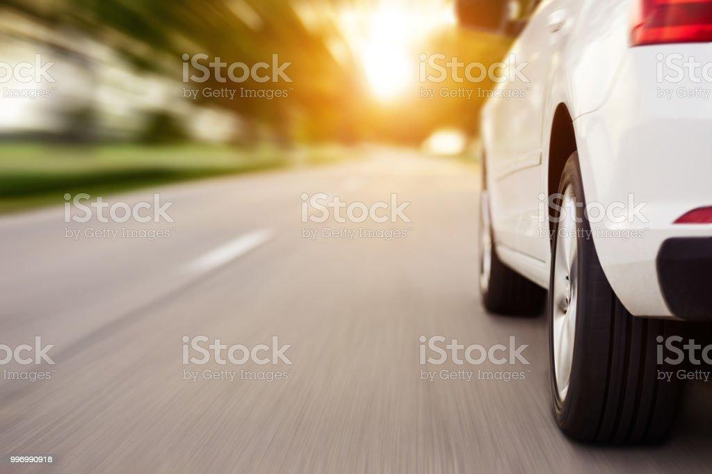 Mit dem Auto unterwegs mit Textfreiraum, Bewegungsunschärfe – Foto