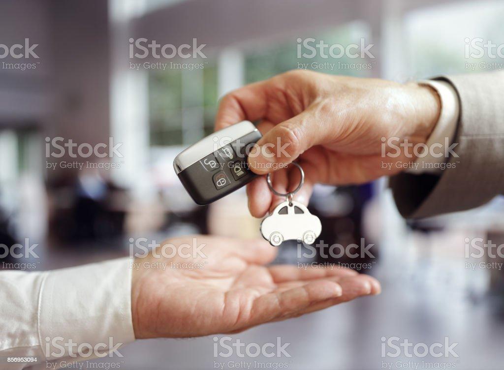 Pkw-Verkaufszahlen, die beim Kauf eines Neuwagens – Foto