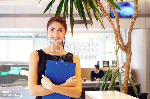 istock car saleswoman 502047004