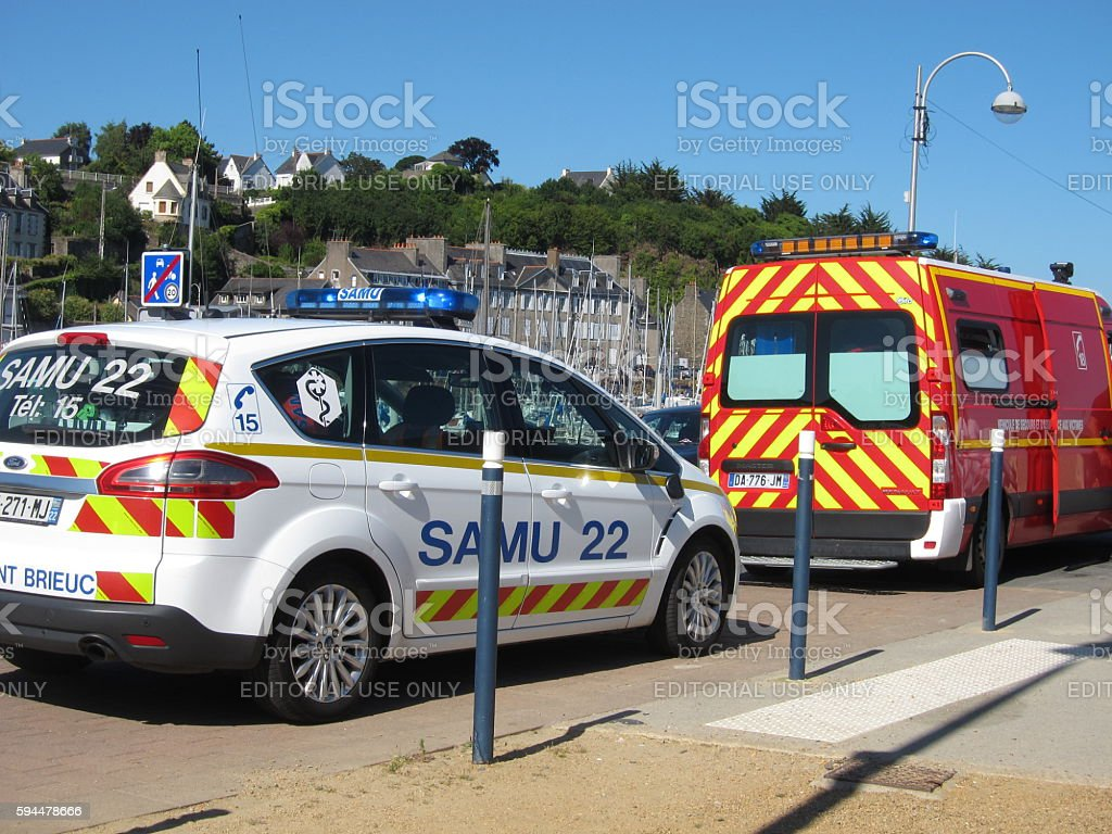 car SAMU and firemen - Photo