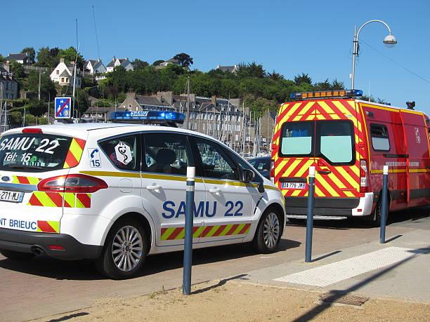 car SAMU and firemen - Photo