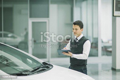 136591855 istock photo car service consultant 1098088662