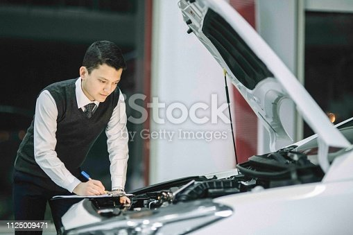 136591855 istock photo car service consultant 1125009471