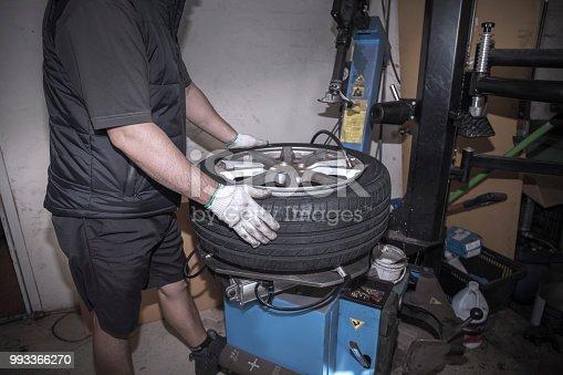 522394158istockphoto Car service procedure 993366270