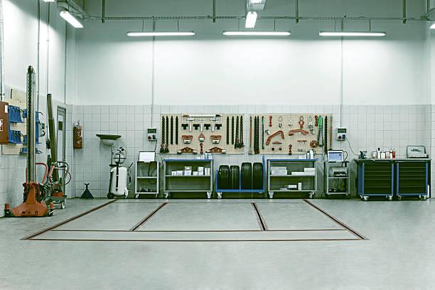 Atelier de réparation de voiture à l'intérieur - Photo