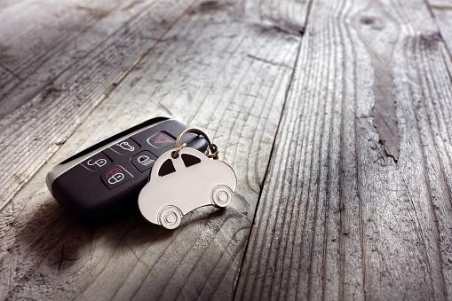 istock Car shape keyring and keyless entry remote 539841066