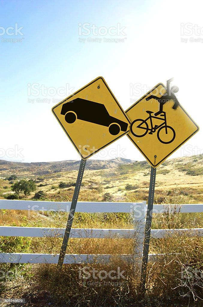 Sinal de veículos que se quebram na placa de bicicleta - foto de acervo