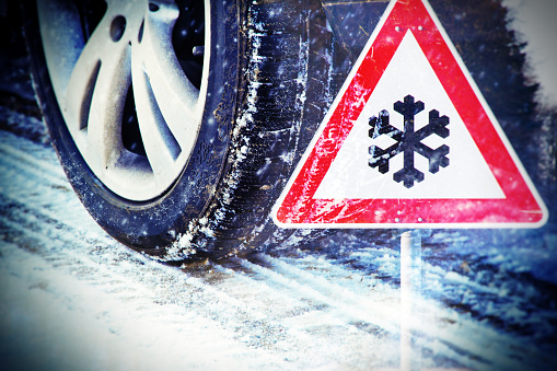 istock Car tires on winter road 496518682