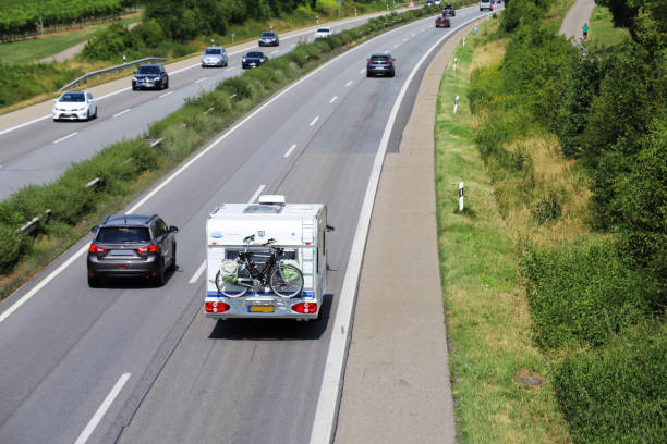 Autoschlepschlepschlemauf auf europäischer Autobahn – Foto