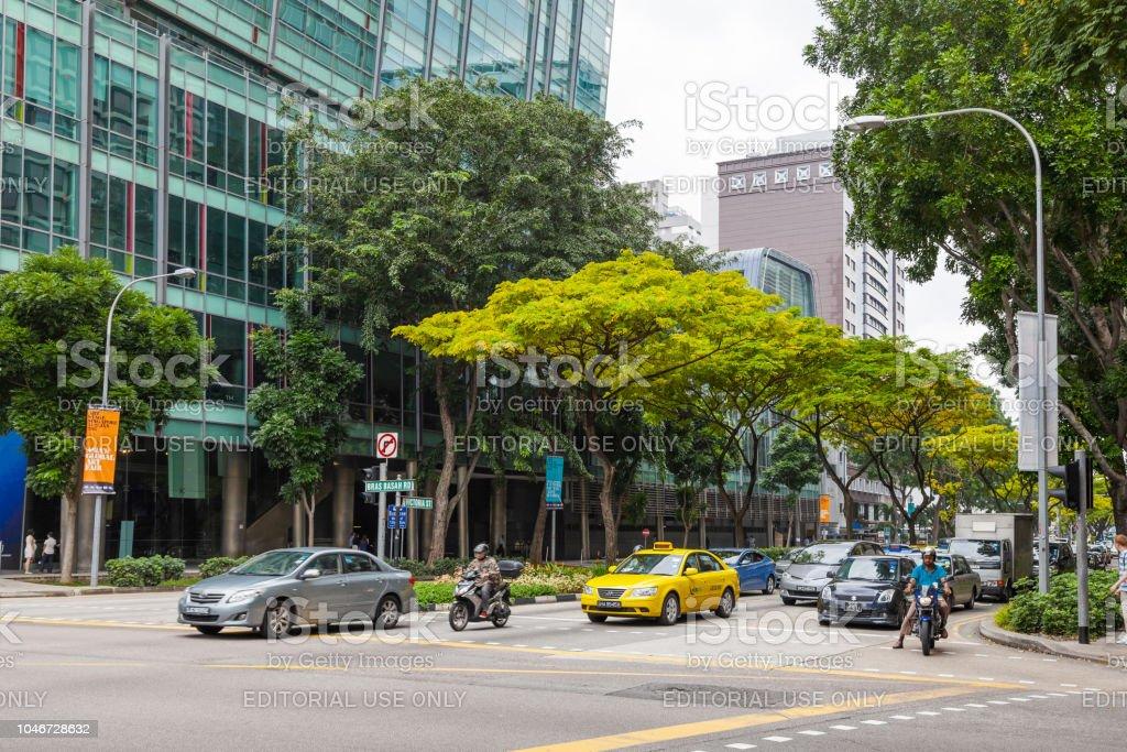 Pkw-Verkehr an der Victoria Street. – Foto