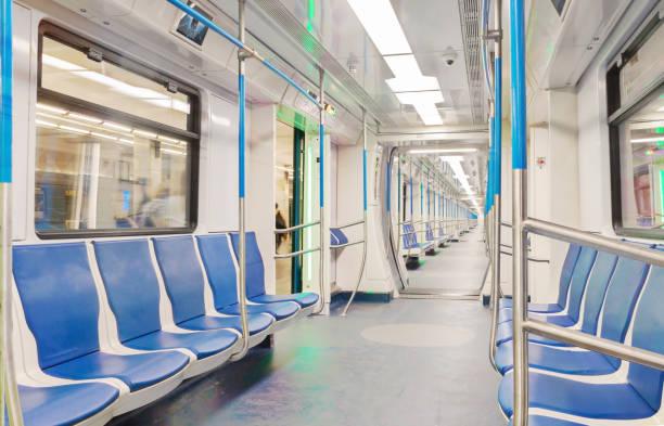 bil tåg tunnelbana inuti interiör med enkla perspektiv linjer. - järnvägsvagn tåg bildbanksfoton och bilder