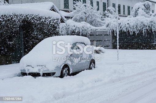 istock Car under snow 1293487264