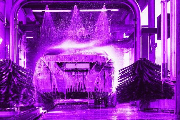 Autowäsche, Auto-Waschanlagen-Schaum-Wasser – Foto