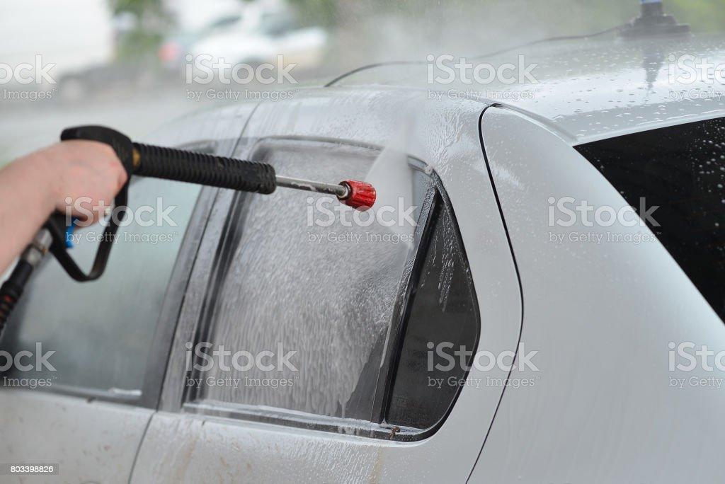 Closeup de la colada de coche. Lavado coche moderno blanco por arandela de alta presión. - foto de stock