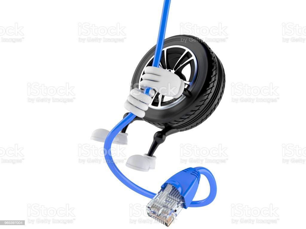 網路電纜上的汽車車輪字元擺動 - 免版稅互聯網圖庫照片