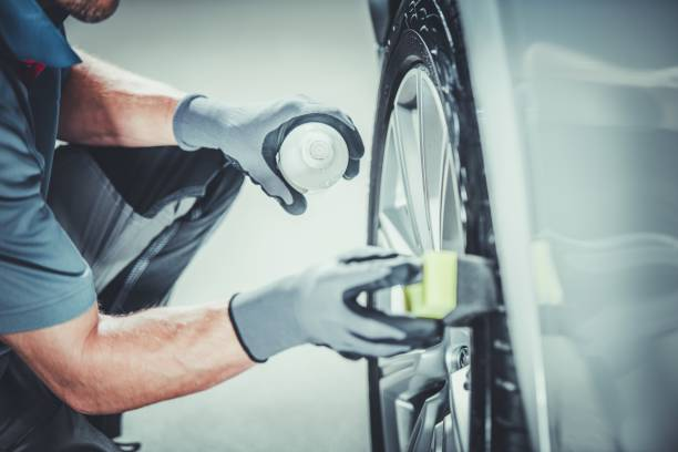 auto räder pro reinigung - alufelgen stock-fotos und bilder