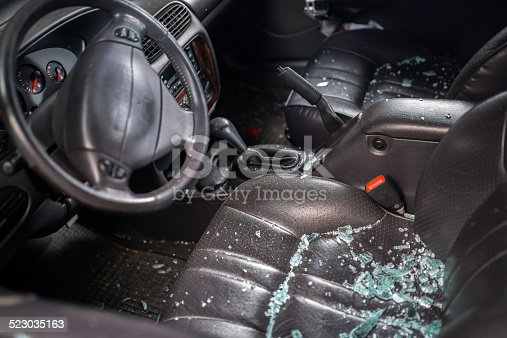 istock Car Window Smashed By A Thief 523035163