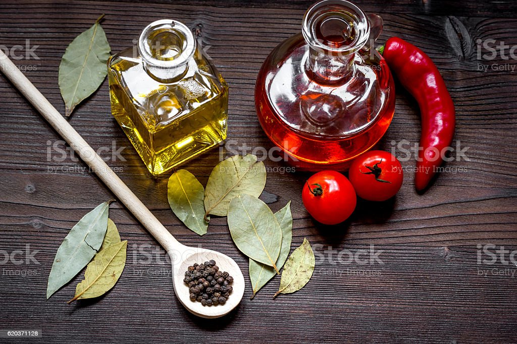 carafes with oil and tomatoes on wooden background foto de stock royalty-free