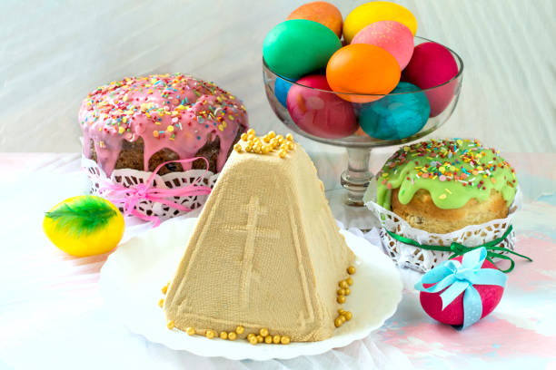 Caramel cottage cheese dessert (Paskha) and Easter cakes stock photo