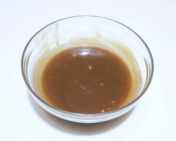 karamell-creme - karamellsirup stock-fotos und bilder