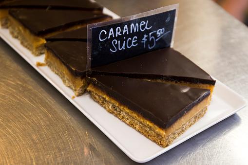 Caramel Slices - Fotografias de stock e mais imagens de Assado no Forno