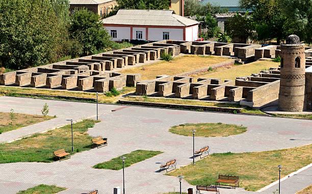 caravanserai ruins, hisor, tajikistan - karavanserai stockfoto's en -beelden