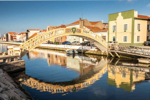 carcavelos bridge on the são roque canal, in the city of aveiro, portugal. - aveiro imagens e fotografias de stock