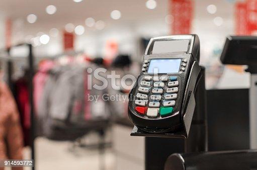 istock card reader 914593772
