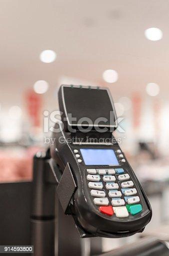 914593772istockphoto card reader 914593800